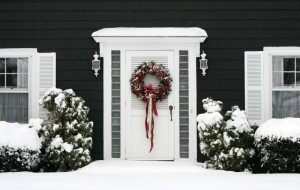 entrance-to-home-with-holiday-wreath-and-snow-min-e1439457778899